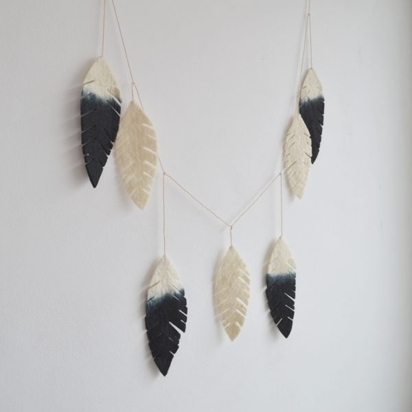 felt-feather-garland