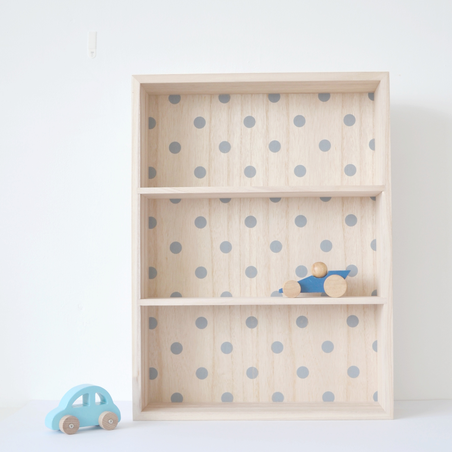 Bloomingville dotty shelf