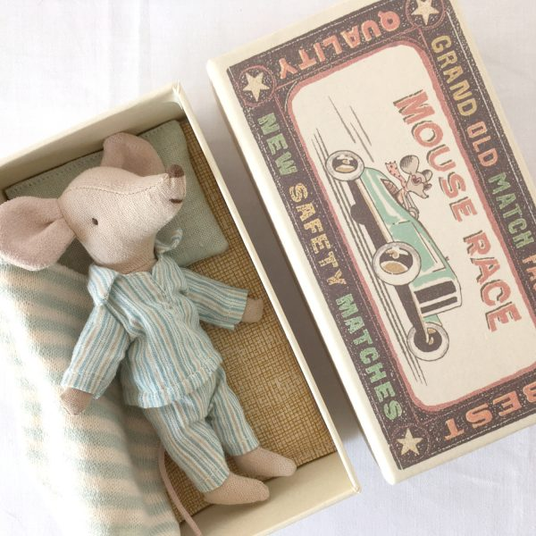 See the wonderful attention to detail of this Maileg mouse in his matchbox