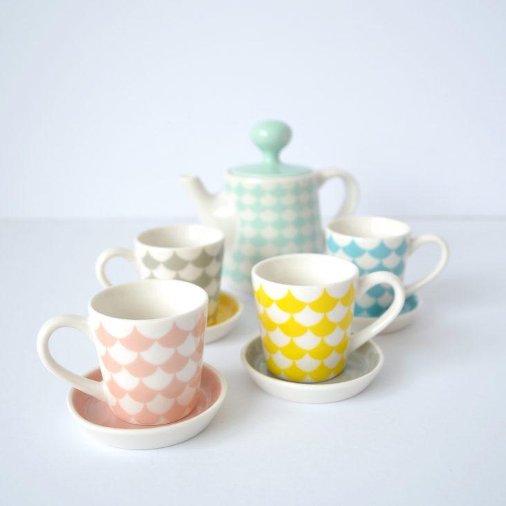 child's ceramic tea-set